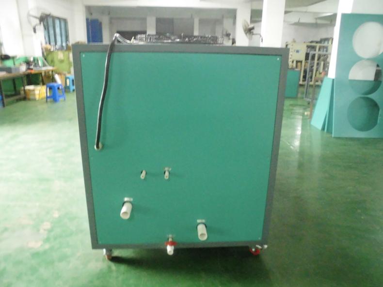 风冷式冷水机背面图